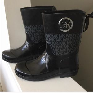 Micheal Kors Rain Boots with back bow.